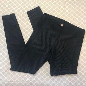 UNDER ARMOUR black graphic leggings